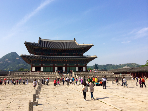 sightseeing in seoul palace