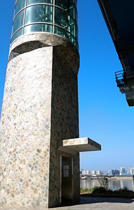 Elevator to bridge