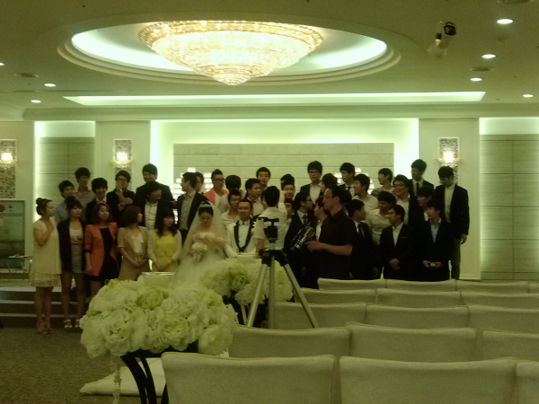 group picture at Korean wedding