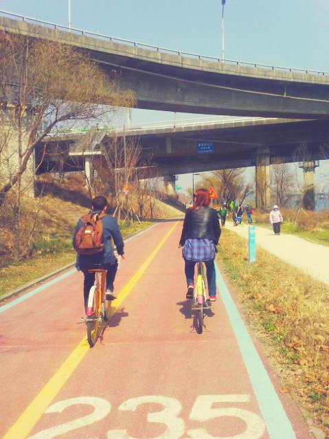 friends biking on the Han