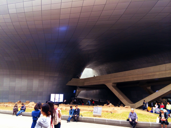 dongdaemun design plaza and park seoul